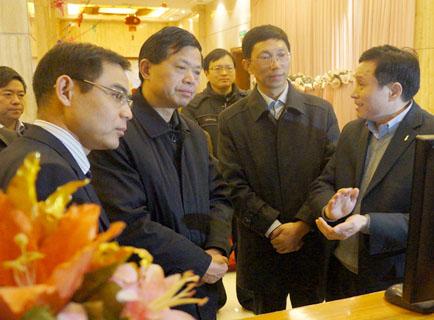 省纪委负责人深入东乡调研并观看了